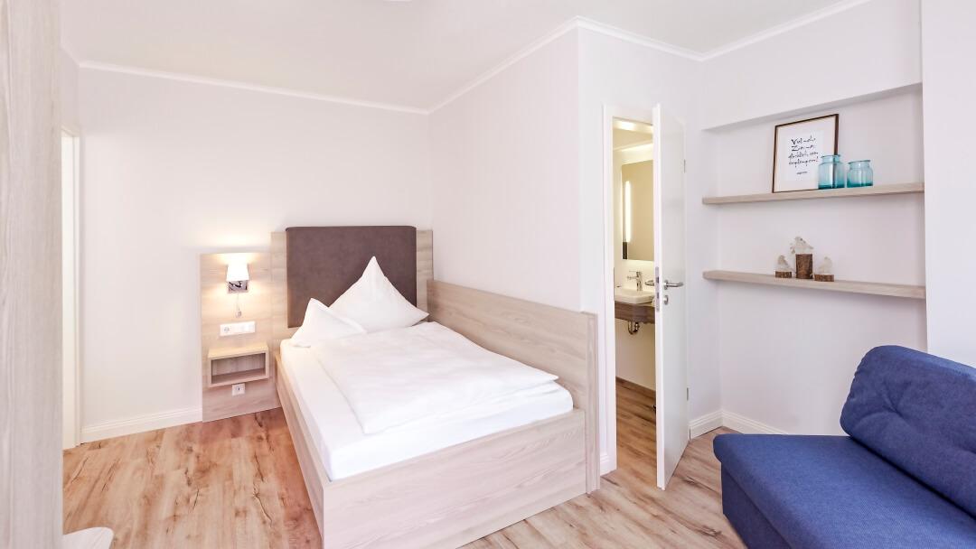 zweiter Schlafraum mit Bad En Suite  in Ferienwohnung 2
