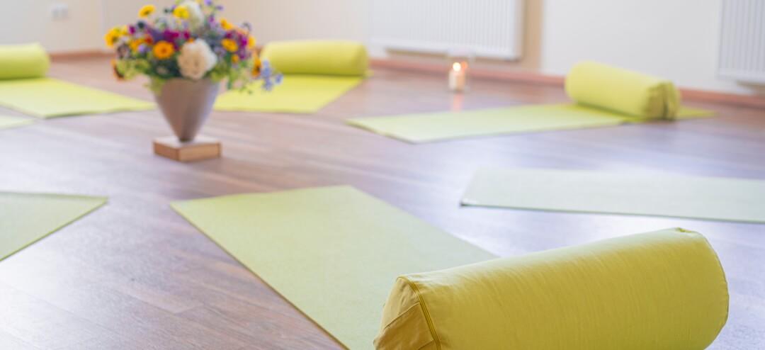 Stimmungsvoller Yogaraum