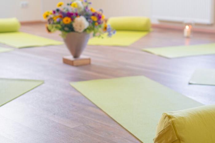 im Kreis ausgelegte Yogamamatten